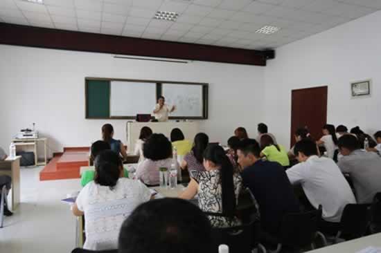 洗染届泰斗舒奇老师莅临威特斯培训学校指导教学